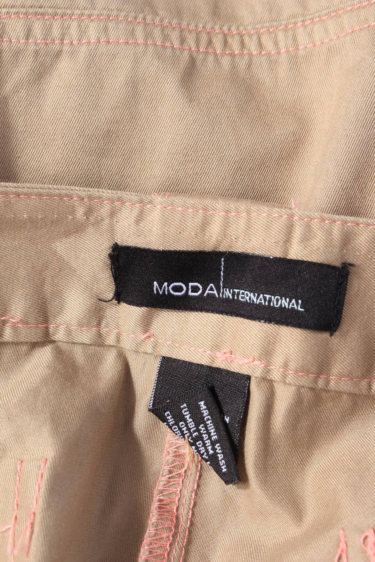 Дамски къс панталон Moda International 2