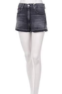 Дамски къси дънки Tommy Jeans1