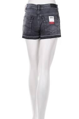 Дамски къси дънки Tommy Jeans2
