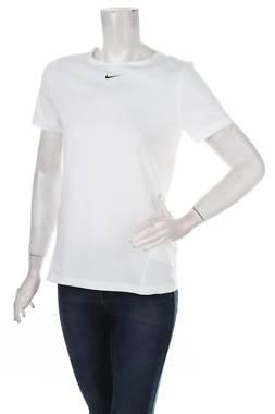 Дамска спортна тениска Nike1