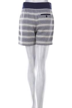 Дамски къс панталон Stefanel2