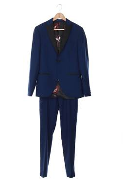 Мъжки костюм Isaac Dewhirst1
