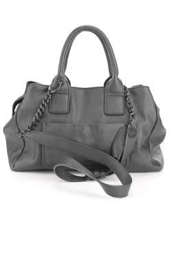 Дамска кожена чанта Guess2