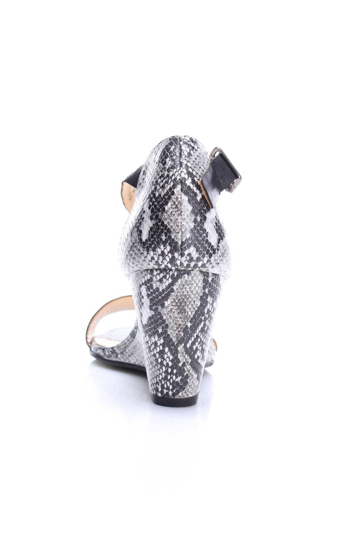 Дамски обувки Reserved5