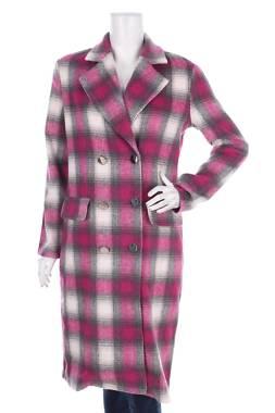 Дамско палто Pretty Little Thing1