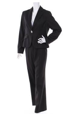 Дамски костюм Dressbarn1