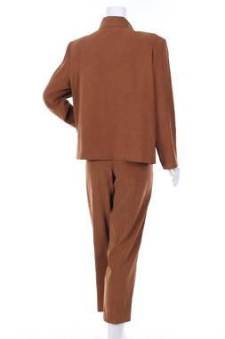 Дамски костюм Briggs1