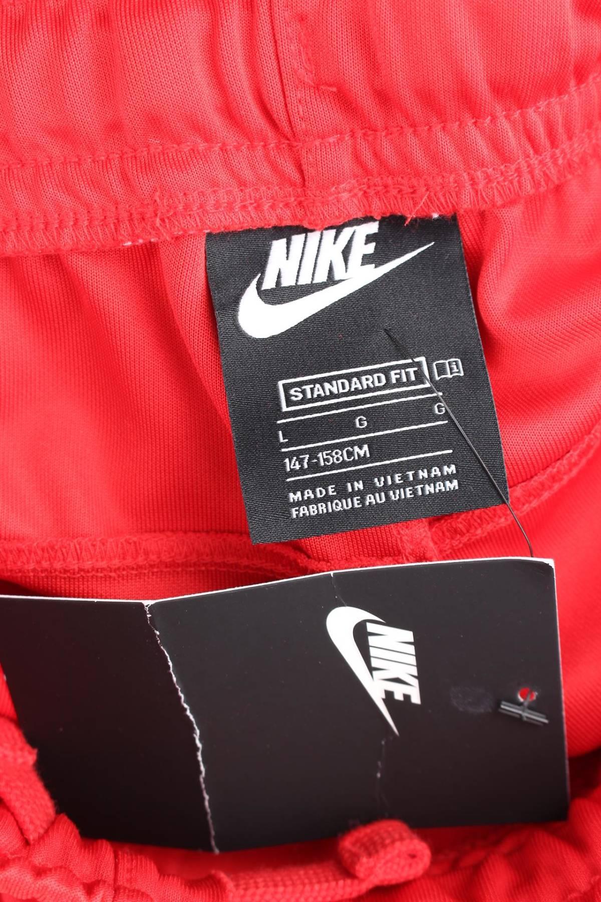 Детски спортен панталон Nike3