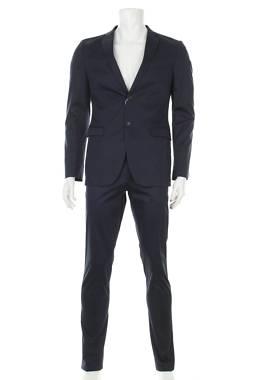 Мъжки костюм Esprit1