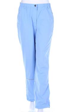 Дамски спортен панталон Umbro1