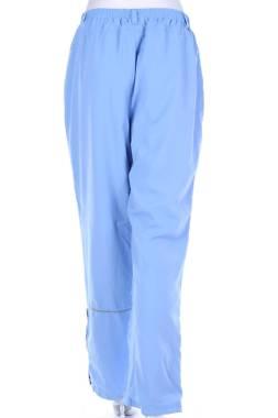 Дамски спортен панталон Umbro2